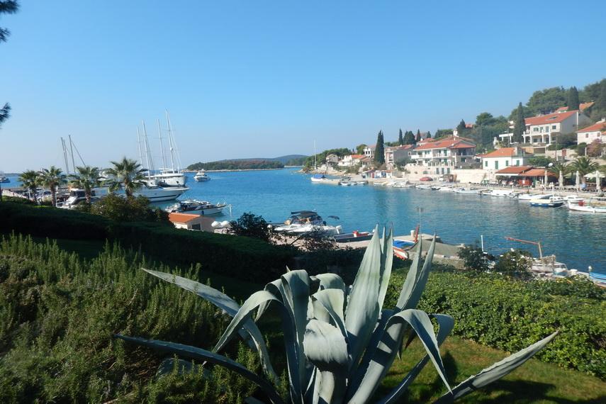 blue lagune island