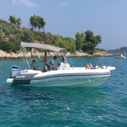 Half day speedboat tour to Blue Lagoon & Šolta Island