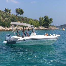 Half day speedboat tour to Blue Lagoon and Solta Island